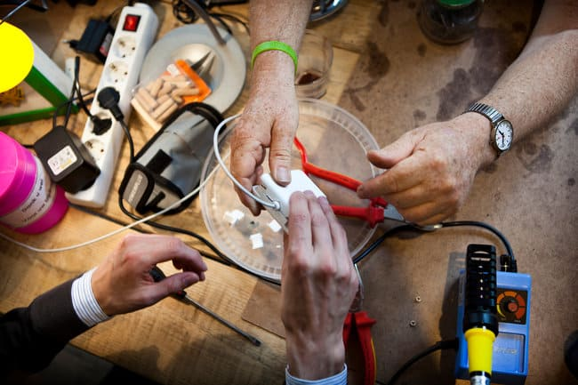 Repair Cafe Fixes Amsterdam's Uneconomical Habits FOR FREE