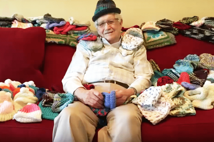 """Man Debunks The Saying """"You Can't Teach An Old Dog New Tricks"""" By Teaching Himself To Knit At 86 For Preemies"""