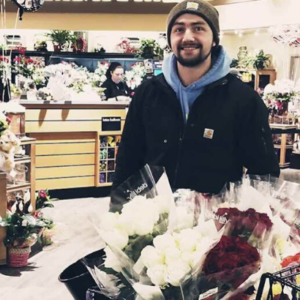 This Man Brings Roses To Hundreds Of Single Women, Military Wives, And Widows During Valentine's Day
